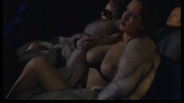 アマチュアの彼女は猫と遊び、cocksを吸います。 女性 向け sex アニメ