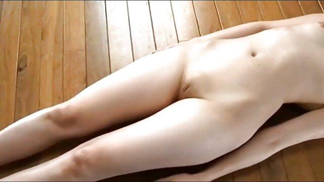 ライザは体を持ち上げられるなんて信じられない エロ アニメ 女子 同士